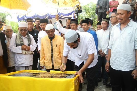 Penandatanganan Prasasti Dayah Sufimuda Oleh Wagub Aceh Bapak H. Muzakir Manaf